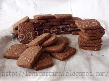 [ Semplici Biscotti al Cacao e Pinoli ]
