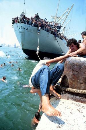 La nave Vlora al porto di Bari. Agosto 1991