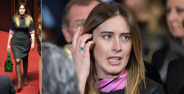 Maria Elena Boschi : al dito spunta un super smeraldo? e?tablet e cellulare sempre coperti!