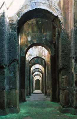 Sui sentieri della storia - Villa mirabilis piscina ...