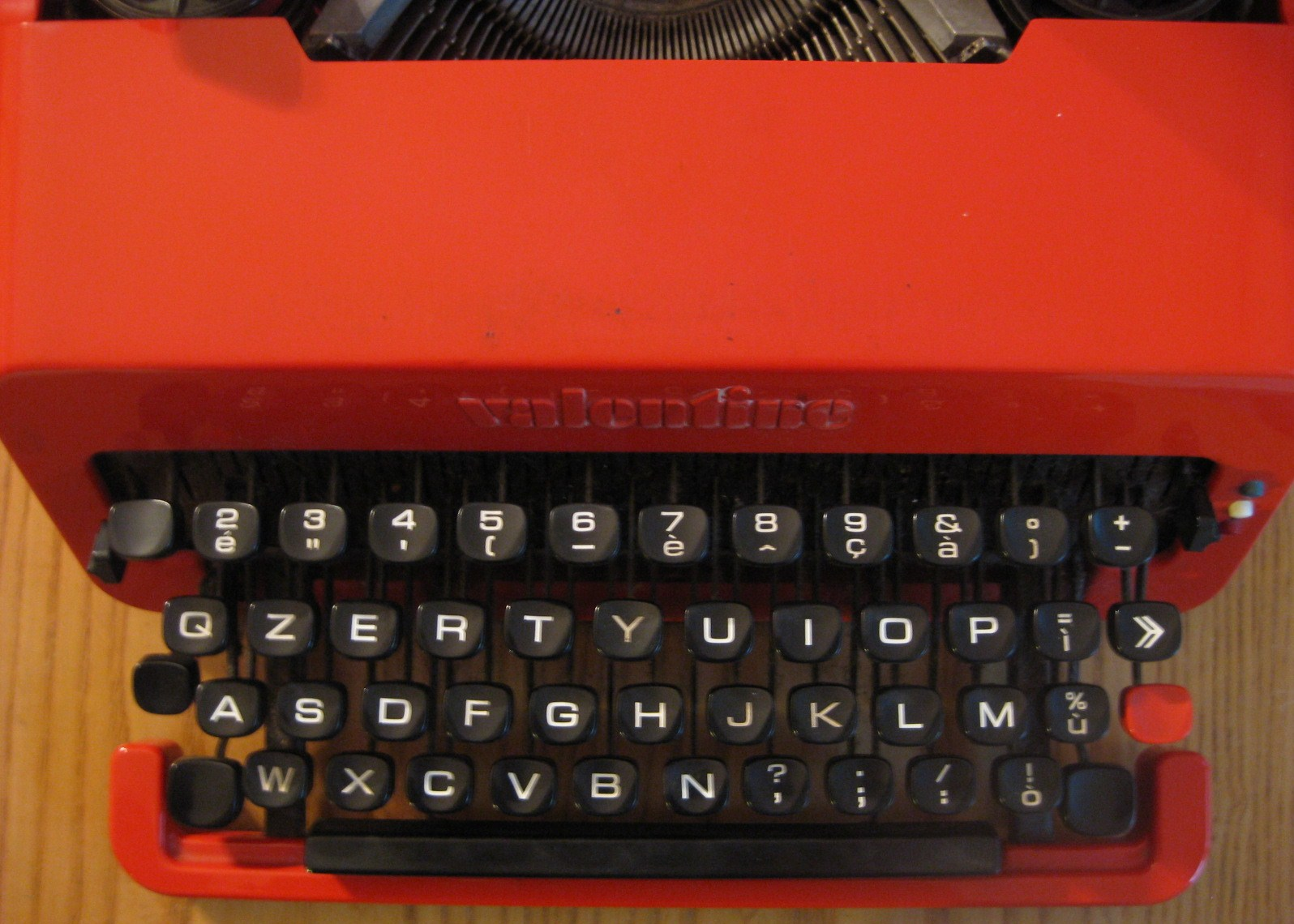 history of the qwerty keyboard See typing errors, from the june 1996 issue of reason magazine for a thorough discussion of this topic, as well as more information about the early history of the typewriter and the qwerty keyboard in the mid 1950s, us government's general services administration commissioned a study by earle strong to confirm dvorak's results.