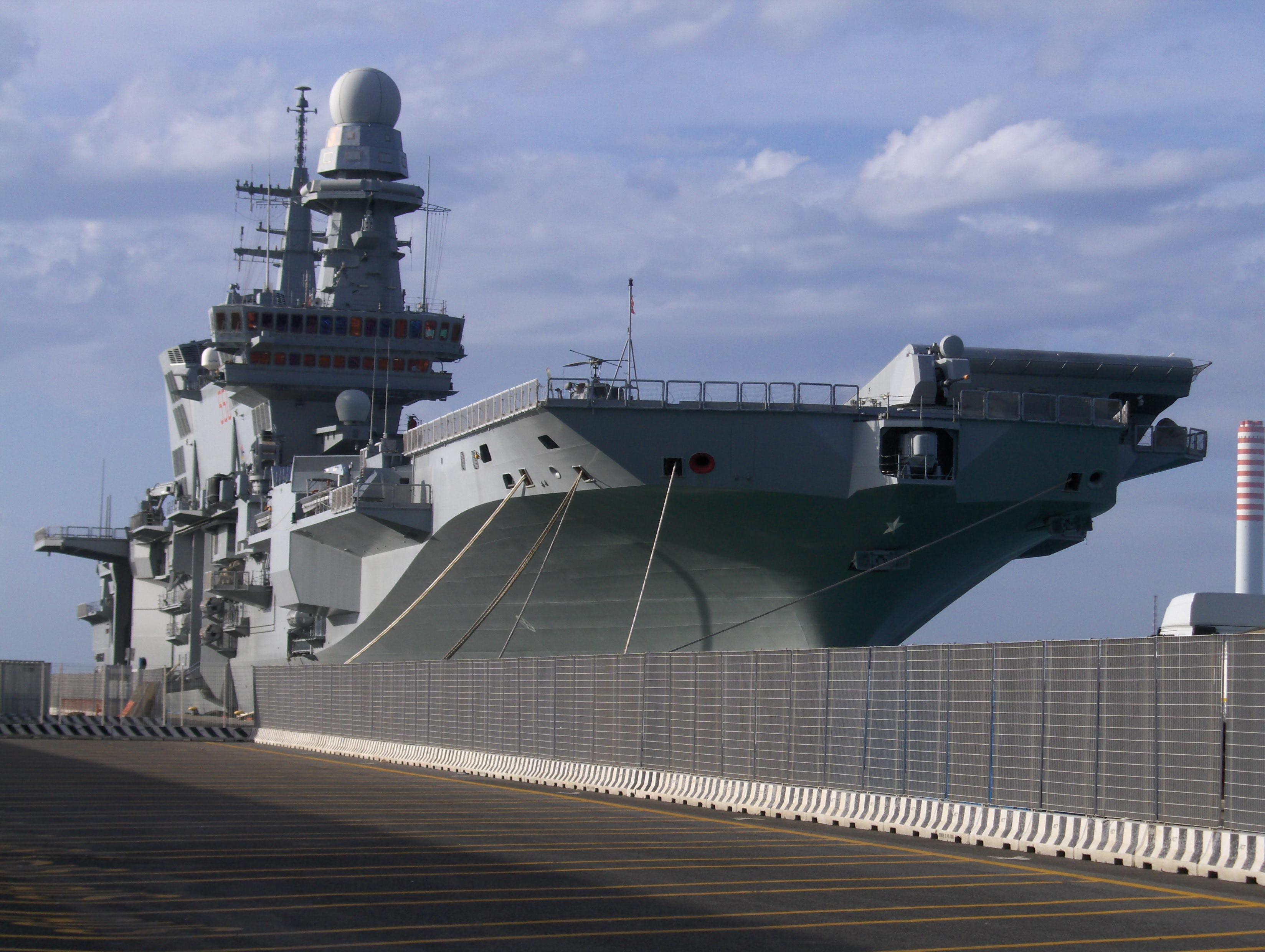 Visita a nave cavour - Nave portaerei ...