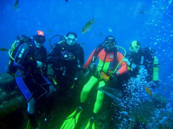 foto di gruppo sulla prua del thistlegorm