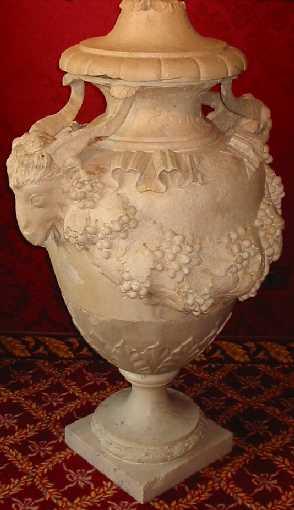 Coppia di vasi in marmo di carrara di ennemond alexandre for Vasi marmo