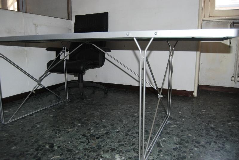 Tavolo usato con piano in vetro ikea 2tlrxvvb tavoli e - Tavolo da lavoro ikea ...