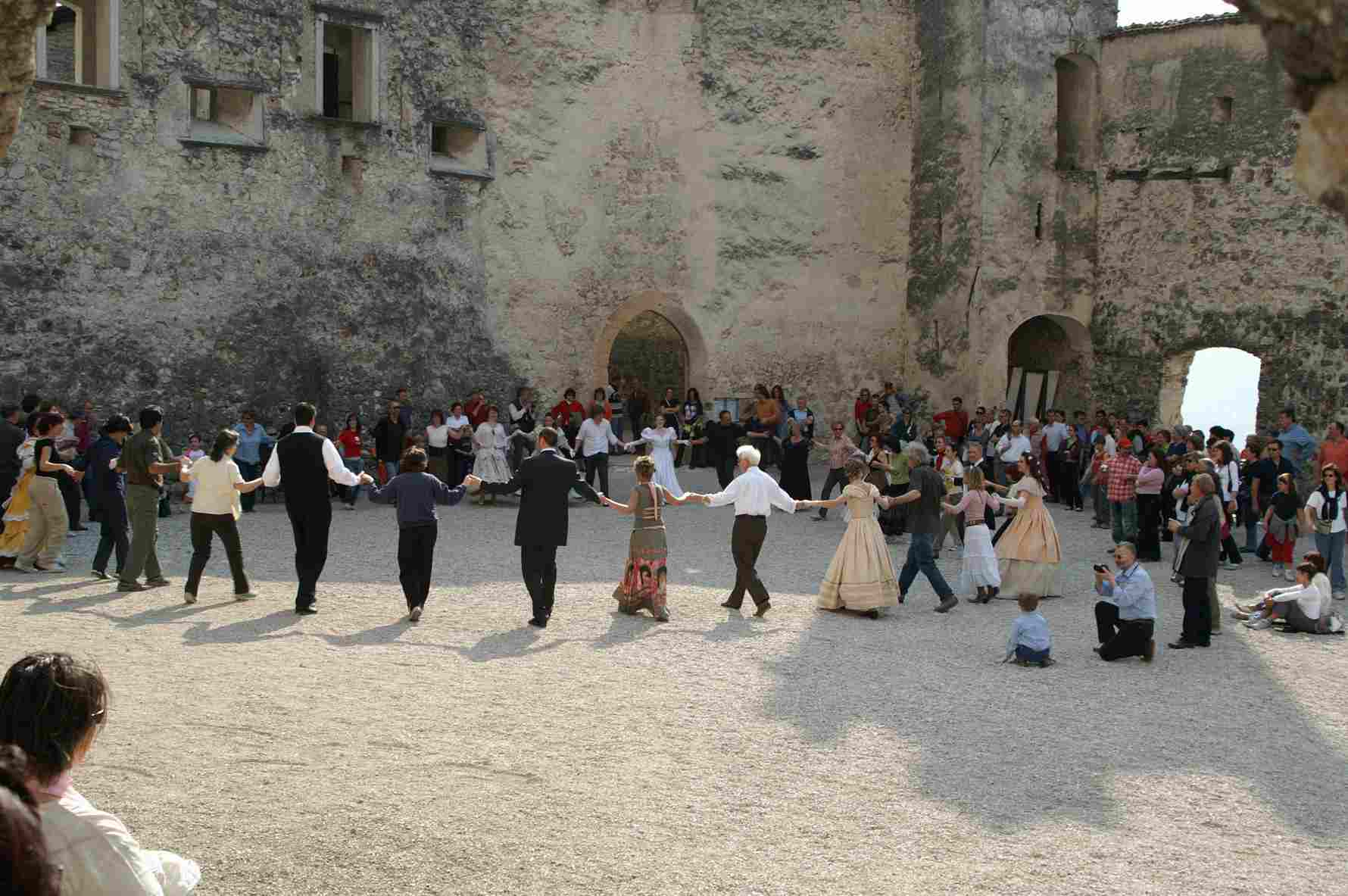 Matrimonio In Rumeno : Danze e popoli