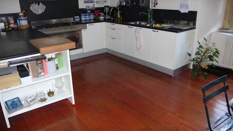 Pin Cucina Con Parquet E Isola Con Bancone In Legno Interior Design on ...