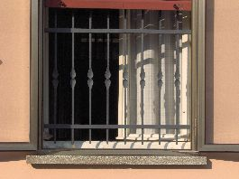 Cancelli e recinzioni - Inferriate per finestre in ferro battuto ...