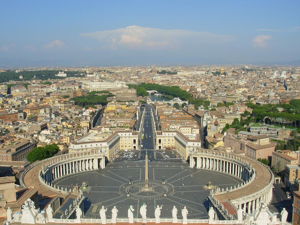 """Piazza San Pietro... o del """"DIVINO CESARE""""...???"""