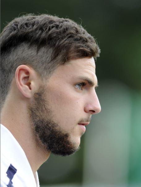 Bel taglio di capelli da uomo