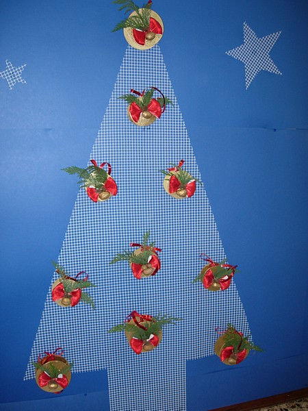 Gli alberi di natale for Addobbi natalizi scuola primaria