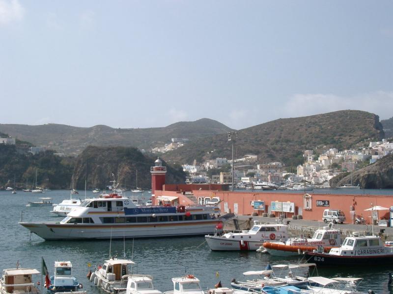 Veduta del porto di Ponza