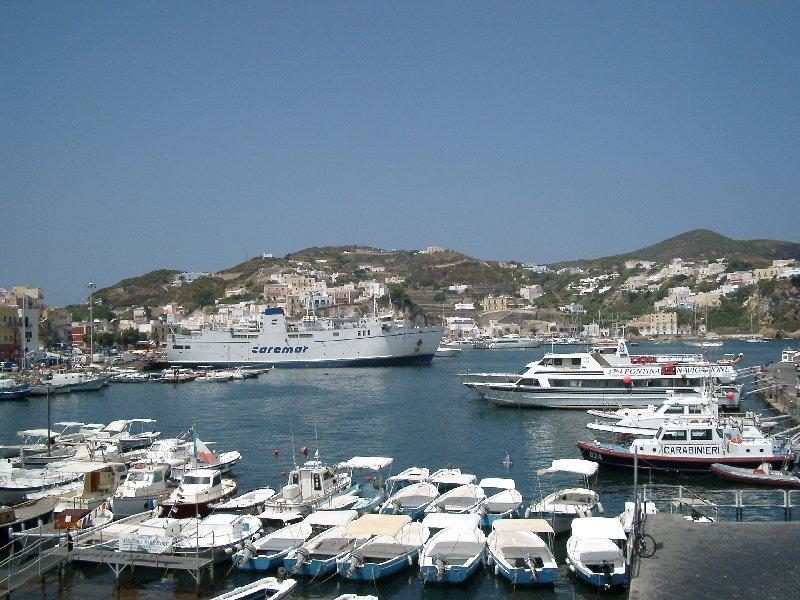 Il porto di Ponza