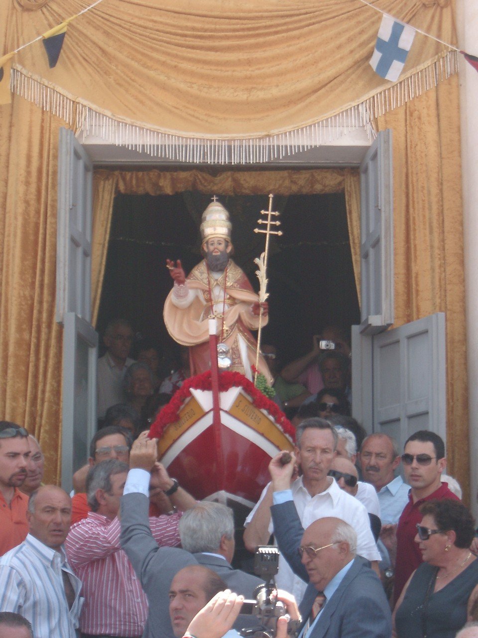 Uscita di San Silverio dalla chiesa di Ponza