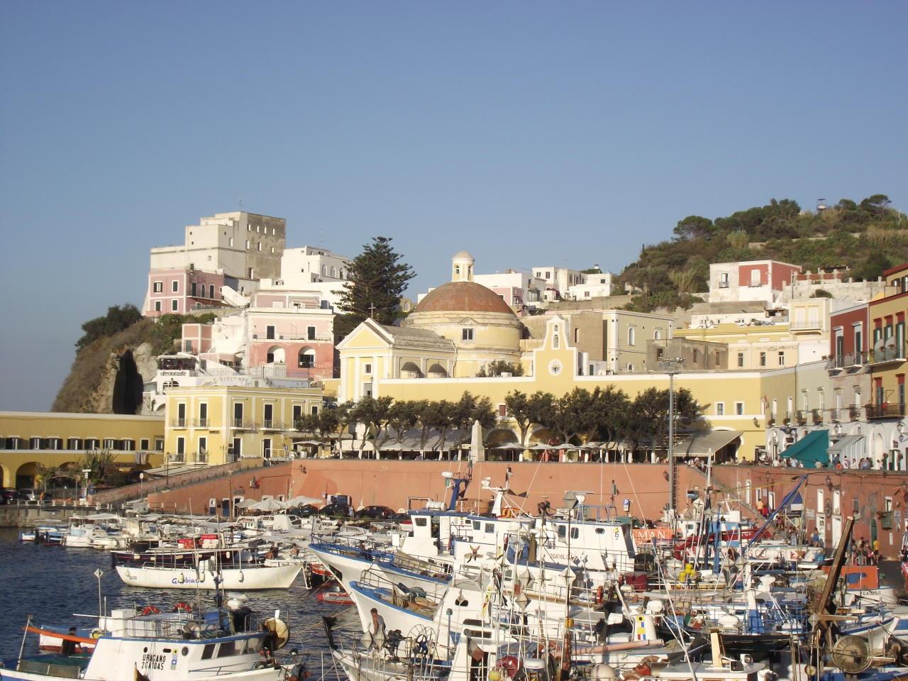 Ponza: veduta del porto
