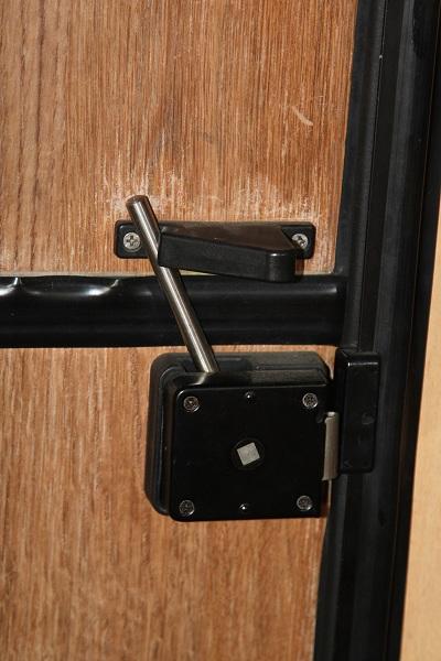Chiusura chiavistello porta cellula camper pagina 1 - Chiavistello porta blindata ...