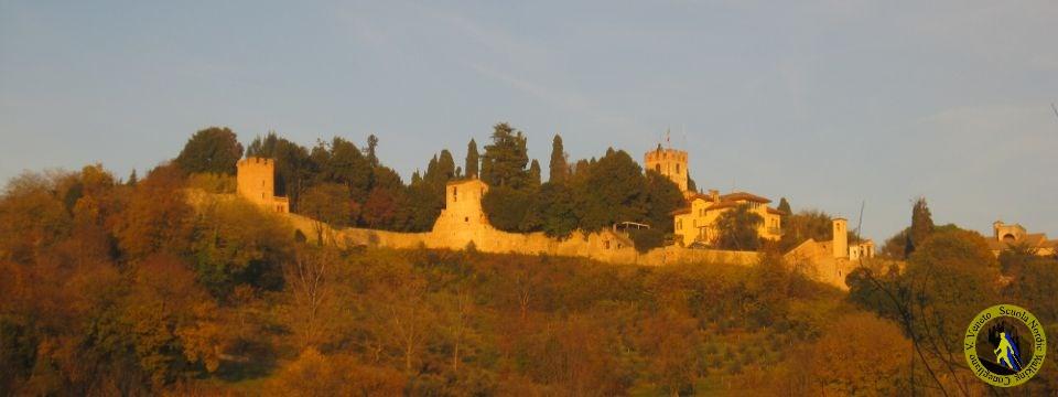 Il nordic walking tra colline, castelli e vigneti