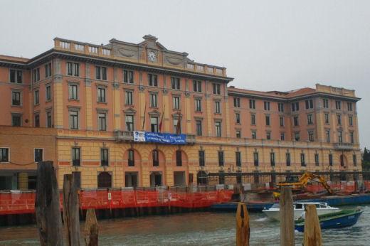 Venezia palazzi sul canal grande sx 01 for Palazzi davvero grandi
