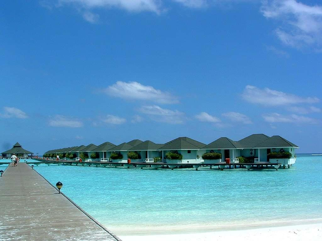 Maldive Villaggio Turistico Beach Wallpaper