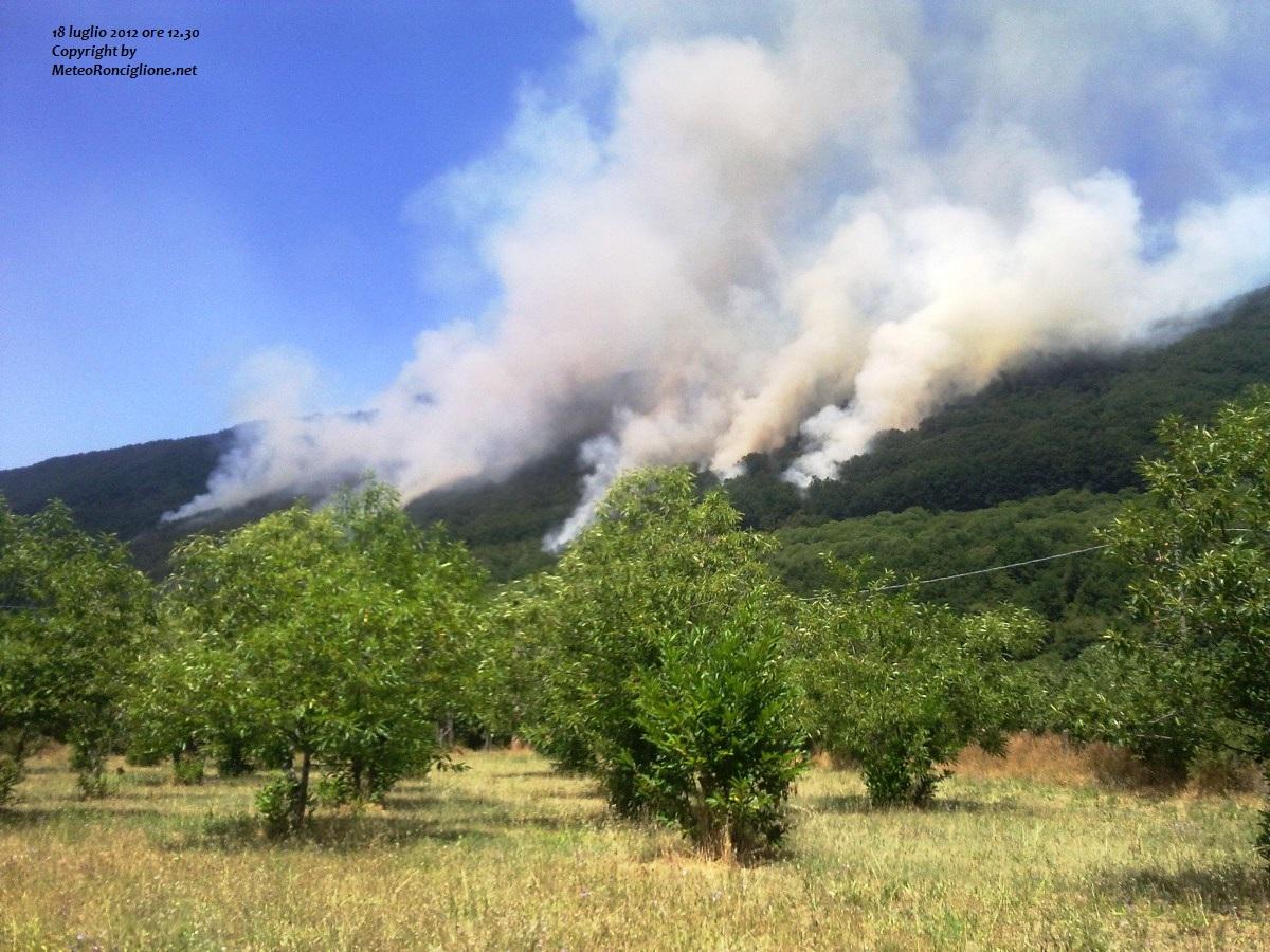 Incendio nei pressi del Lago di Vico