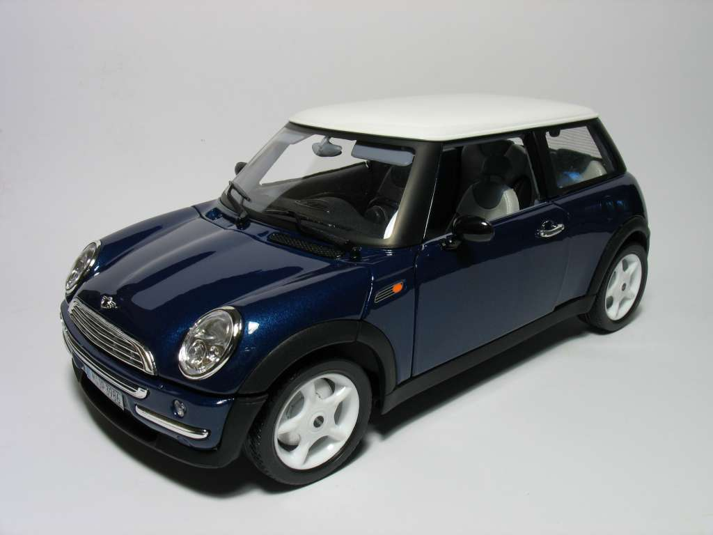 Catalogo Burago - 1/18 - Mini Cooper
