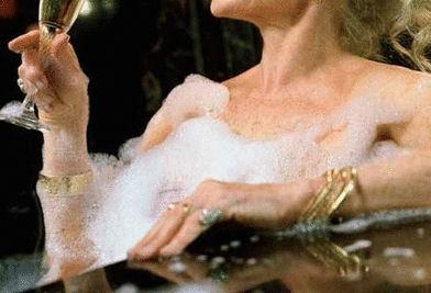 Milly Cooper, vasca da bagno, champagne