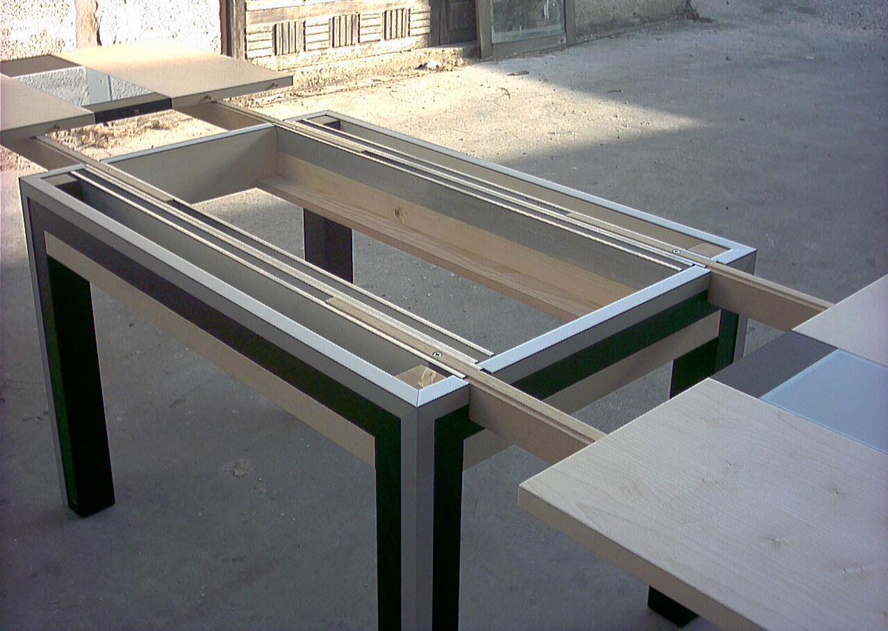 Sistema Per Tavolo Allungabile.Questo Tavolo Interamente In Ciliegio Ottimo Per Piccoli Spazi