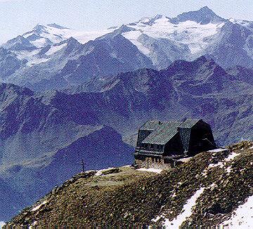 il sentiero che porta al rifugio mantova (3535 m.)