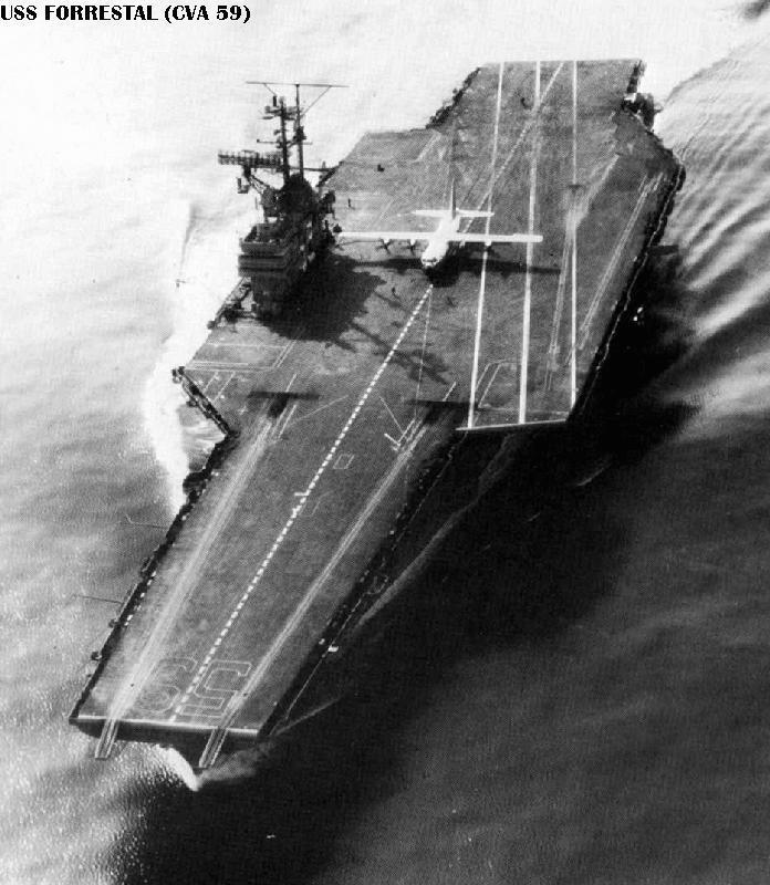 C 130 Hércules pousando em um NAe