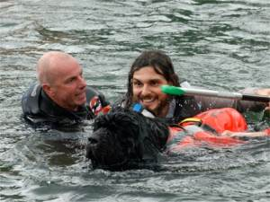 cane terranova porta in salvo naufrago della soap kayak race