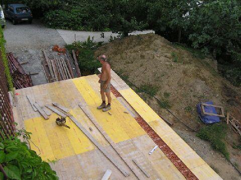 Una soletta in cemento armato - Pannelli gialli tavole armatura ...