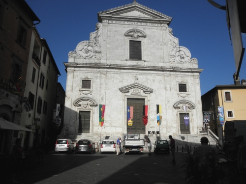 la chiesa in piazza Libertà