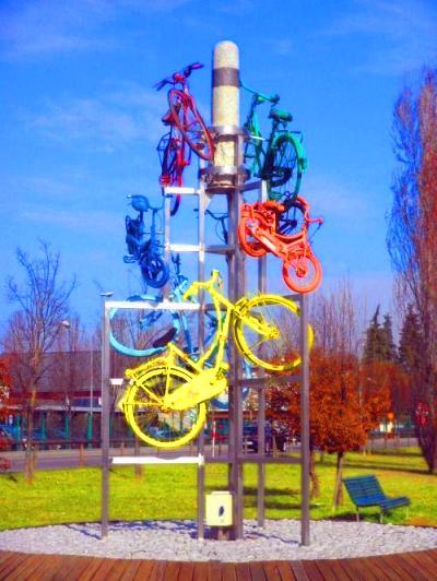 Carugate (MB): monumento alle biciclette