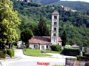 Rezzago lungo la salita per Caglio (Co): campanile trecentesco.
