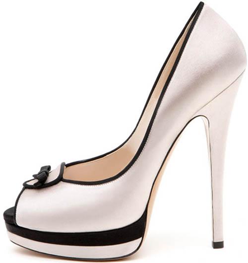 scarpe nere e rosa con tacco