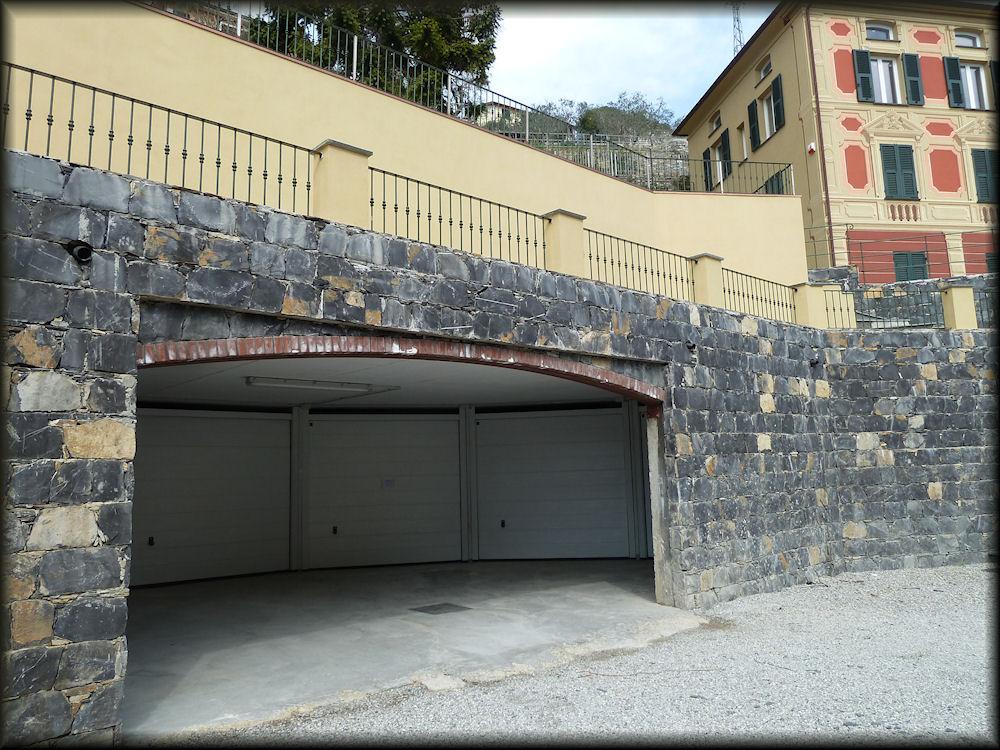 Esterni della casa - Ingresso garage ...